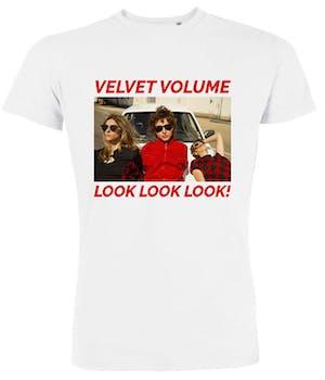 Hvid t-shirt med billede af bandet og ordene velvet volume og look look look