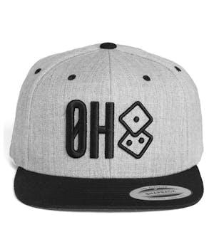 Grå snapback cap med sort ØH tryk